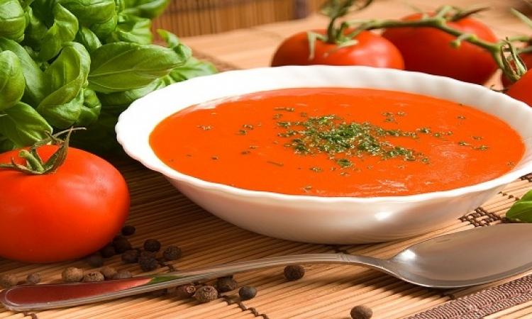 من المطبخ العربى .. شوربة الطماطم والفلفل الرومى والبصل