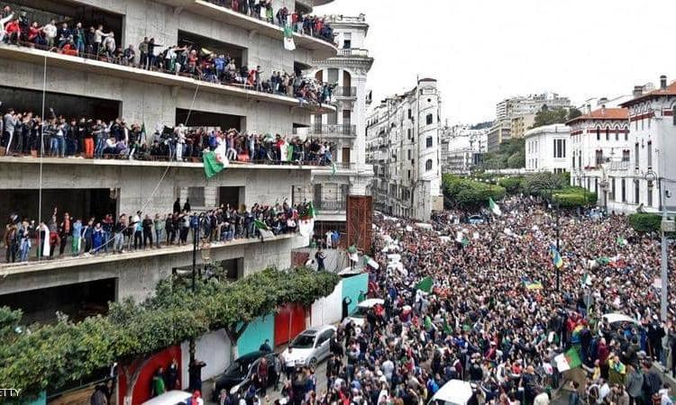 """""""عصيان مدني"""" في الجزائر.. وحمى الشراء تجتاح الأسواق"""