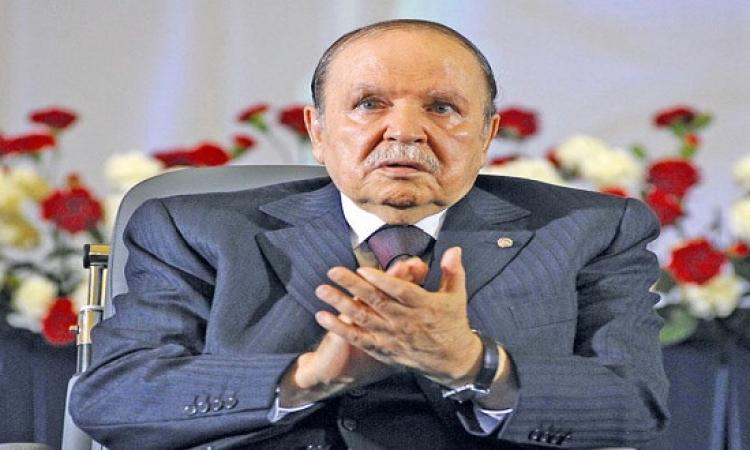 6 قرارات وتعهدين لبوتفليقة ينهيان حالة الانسداد بالشارع السياسي الجزائري