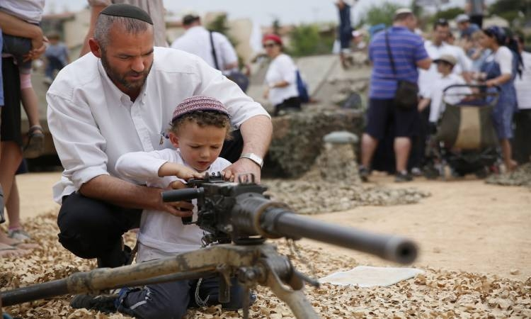 مستوطن إسرائيلى يطلق النار تجاه منازل الفلسطينيين شمال الخليل