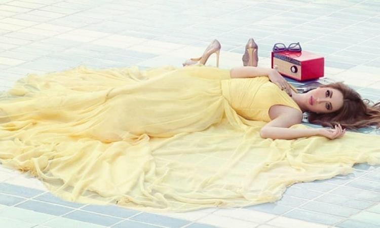 بالصور .. نسرين طافش تستقبل الربيع بإطلالة صفراء ساحرة