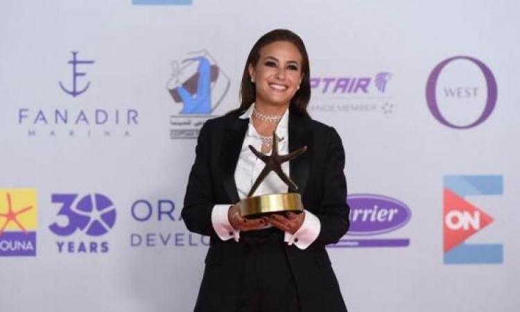 هند صبرى تفوز بجائزة افضل ممثلة فى مهرجان الجونة