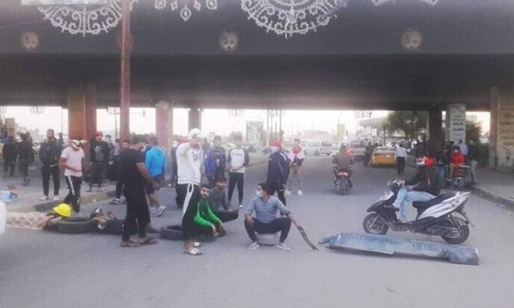 محتجون عراقيون يواصلون العصيان المدنى ويقطعون عدداً من شوارع العاصمة بغداد