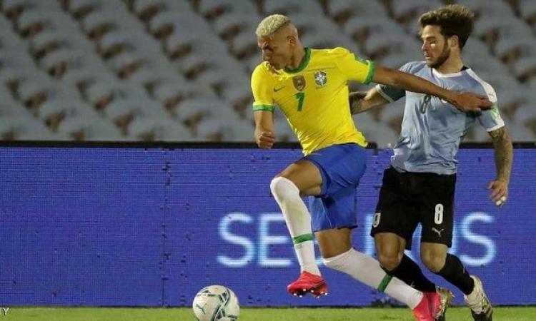 البرازيل تفوز على أوروجواى بثنائية وتنفرد بالصدارة فى تصفيات كأس العالم