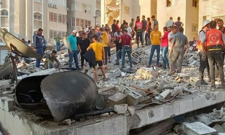 إسرائيل تشن 120 غارة على قطاع غزة .. وحماس ترد بإطلاق عشرات الصواريخ
