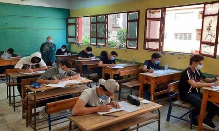 طلاب الشهادة الإعدادية بالقاهرة يبدأون غدا امتحانات نهاية العام