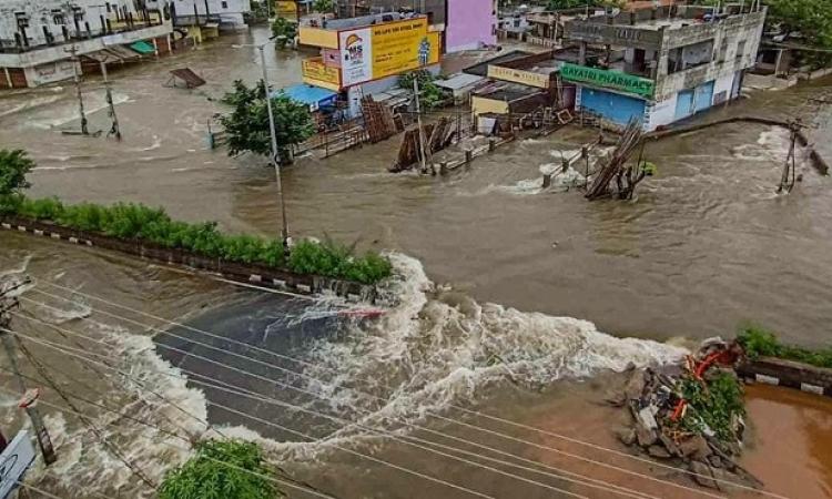 ارتفاع ضحايا الفيضانات فى الهند إلى 125 قتيلاً