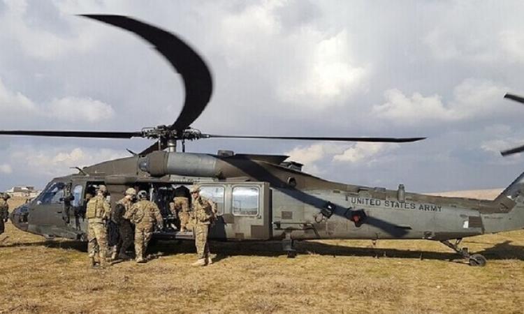 القوات الأمريكية تنفذ إنزالاً جوياً في ريف دير الزور الغربي وتختطف مدنياً