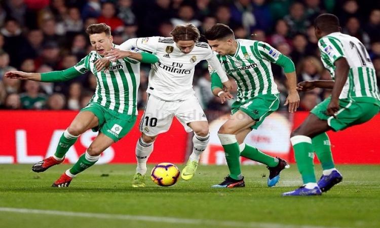 ريال مدريد ضيفاً ثقيلاً على ريال بيتس في الدوري الإسباني الليلة