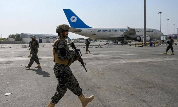 طالبان تحتفل باتمام الانسحاب الأمريكي .. وجنودها يسيطرون بالكامل على مطار كابول