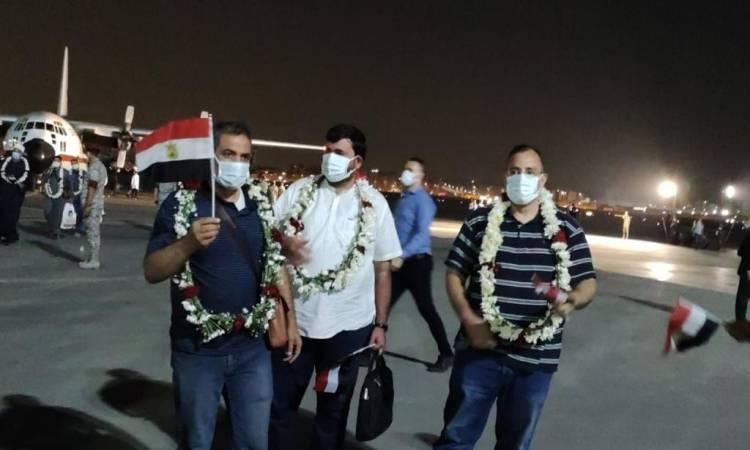 تنفيذاً لتوجيهات الرئيس السيسي .. الجالية المصرية تعود من أفغانستان على متن طائرة عسكرية