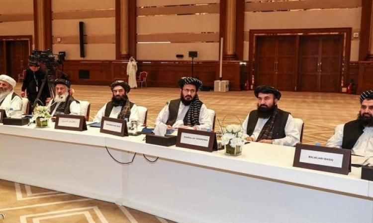 طالبان تعلن أنها ستجرى حواراً سلمياً مع مسؤولي الحكومة السابقين وأن قادتها سيظهرون للعلن