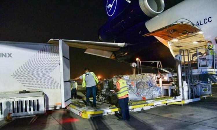 """بدء استقبال أولى شحنات لقاح """"جونسون أند جونسون"""" بمطار القاهرة"""
