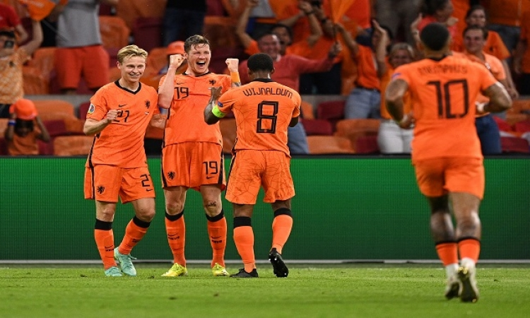 هولندا فى مهمة صعب ضد الجبل الأسود بتصفيات المونديال