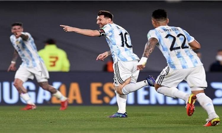 ميسي يتألق ويقود الأرجنتين لاكتساح أوروجواي بثلاثية في تصفيات كأس العالم