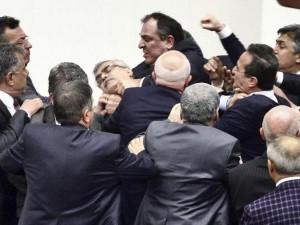 شجار بالبرلمان التركي