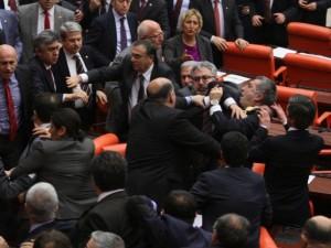 شجار بالبرلمان التركي.jpg5