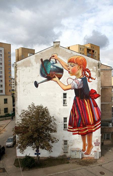 الطفلة العملاقة - بولندا