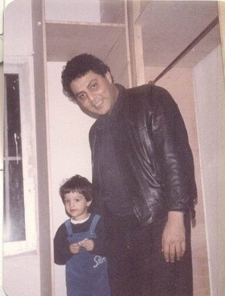صور-نادرة-لحسين-الإمام-مع-أبنائه-1