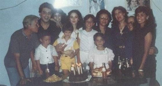صور-نادرة-لحسين-الإمام-مع-أبنائه-2