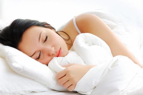 النوم في غرفة مضاءة