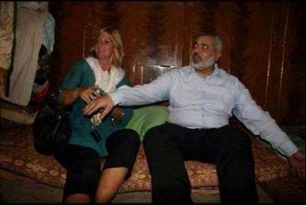 صورة هنية و السيدة الشقراء