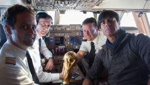 المدير الفني لألمانيا في الطائرة