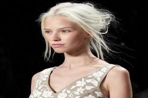 Le-blond-bebe-sur-un-chignon-faussement-neglige-par-Michael-Kors__656250_large
