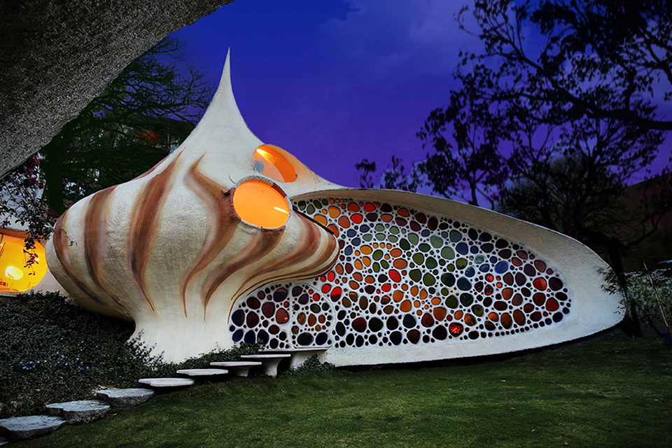 Nautilus-Giant-Seashell-House-in-Mexico-City-0