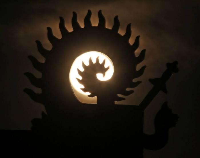 القمر السوبر  12