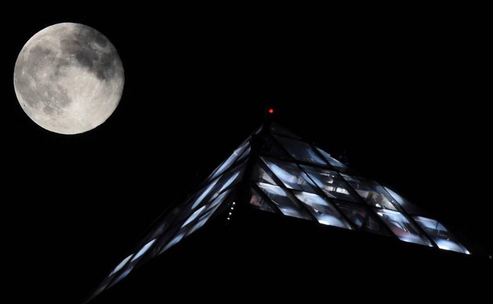 القمر السوبر  16