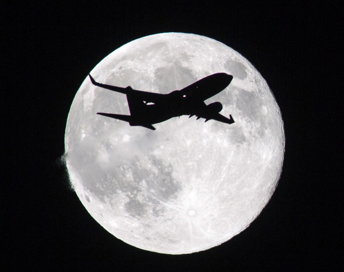 Supermoon rises over America - 10 Aug 2014