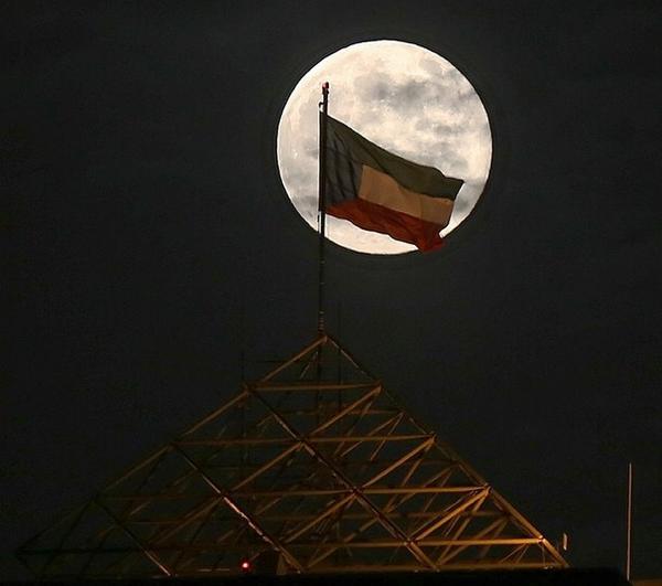 القمر السوبر  4