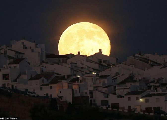 القمر السوبر 6