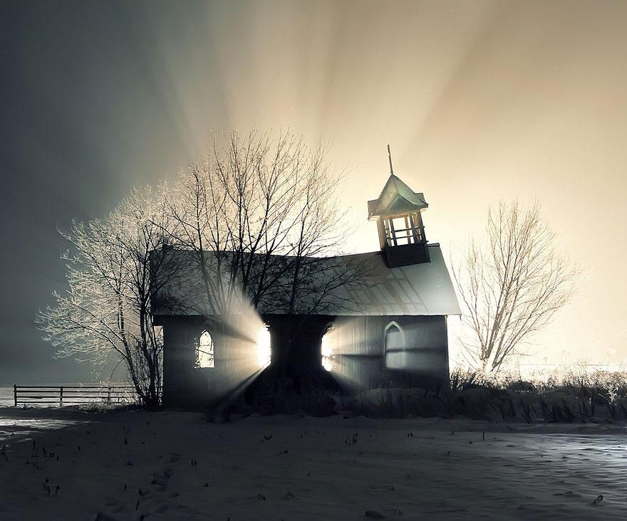 كنيسة مهجورة في الثلج - كندا