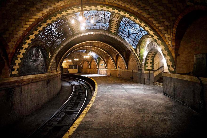 مترو الأنفاق في نيويورك بقاعة المدينة المهجورة
