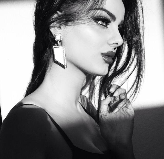 عارضة الأزياء الإيرانية ماهلاجا جابرى