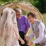 شاهد.. أكثر من 40 صورة تعبر عن فرحة العريس يوم زفافه