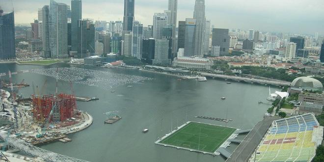 الملعب العائم في سنغافورة