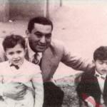حسني مبارك مع ولديه عام 1965