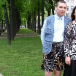 رجل بملابس نسائية