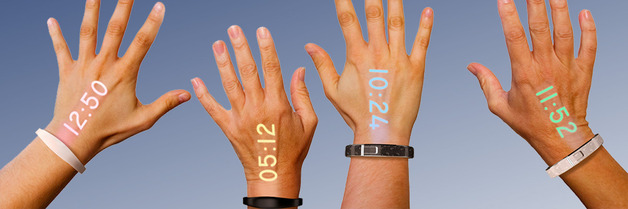 ساعات تعكس الوقت على الأيدي