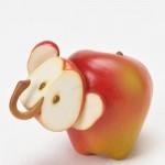 فيل من التفاح الأحمر
