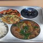 كوريا الجنوبية تقدم الطبق الرئيسى للدولة فى الوجبة المدرسية