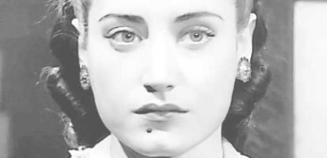 أسمهان توفيت عام 1944 عن عمر يناهز 31 عاما توفيت في حادث سيارة.