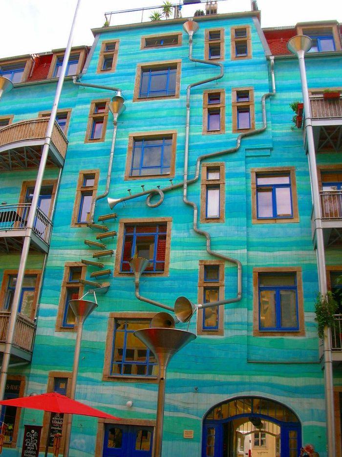 حائط يصدر موسيقى عند سقوط المطر