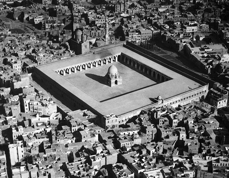 صورة جوية لمسجد ابن طولون بالقاهرة عام 1935