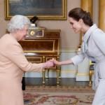 Angelina-Jolie-Queen-Elizabeth-II-13102014-1-422x280