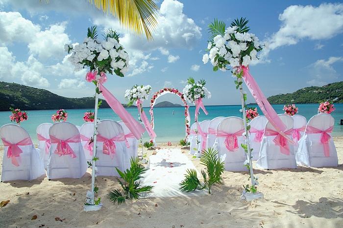 أروع التصميمات لحفلات الزفاف على شاطئ