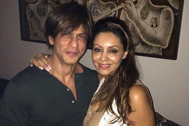 شاروخان مع زوجته جوري خان